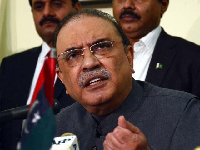 2018 کے انتخابات میں بھاری اکثریت سے کامیاب ہوکر حکومت بنائیں گے، آصف علی زرداری ۔ فوٹو: فائل