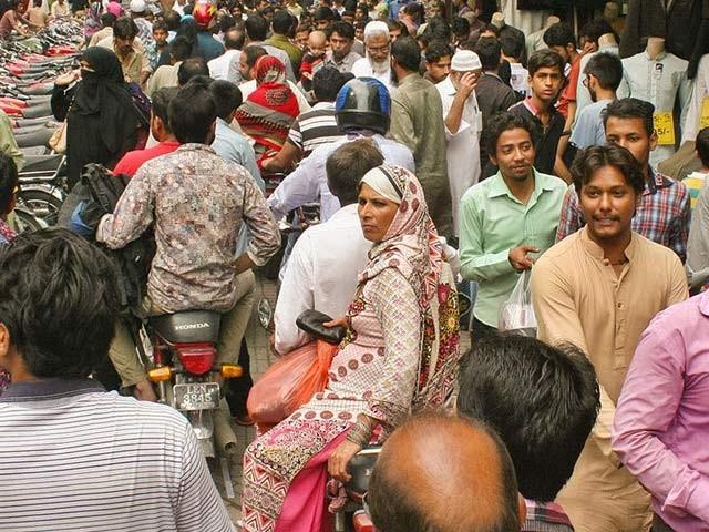 کوہاٹ یونیورسٹی آف سائنس کے ماہرین نے پاکستان میں جینیاتی تبدیلیوں کا ڈیٹا بیس تیار کیا ہے۔ فوٹو: سائنس میگزین