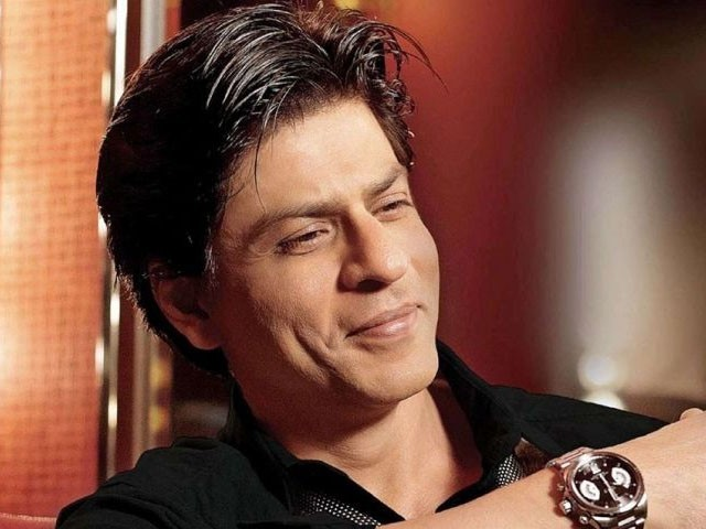ان خوبصورت اور عظیم خواتین کے ساتھ اپنے کام کو ایک اعزاز سمجھتا ہوں،شاہ رخ خان ٹوئٹ ۔فوٹو: فائل