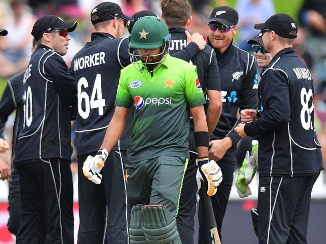 نیوزی لینڈ نے پاکستان کے خلاف مقررہ 50 اوورز میں 10 وکٹوں کے نقصان پر 257 رنز بنائے۔ فوٹو؛ اے ایف پی