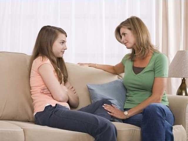 کیا ہمارے ہاں والدین بچوں کو ان کا اچھا برا سمجھاتے ہیں؟