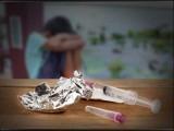 ناپختہ ذہنوں پر نشے کے انتہائی تباہ کن اثرات مرتب ہوتے ہیں فوٹو: انٹرنیٹ