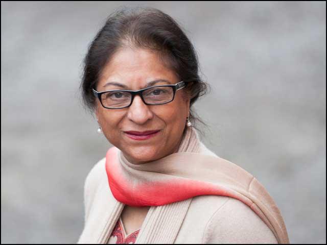 عاصمہ جہانگیر اس قبیلے کی فرد تھیں جس کے بارے میں شاعرنے کہاتھا: ڈھونڈو گے اگر ملکوں ملکوں، ملنے کے نہیں نایاب ہیں ہم۔ (فوٹو: فائل)