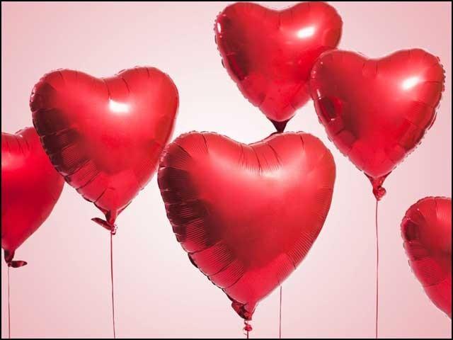 زندگی محبت کرنے اور محبت بانٹنے سے حسین و جمیل ہوتی ہے، تعصب یا نفرت بانٹنے سے نہیں۔ (فوٹو: انٹرنیٹ)