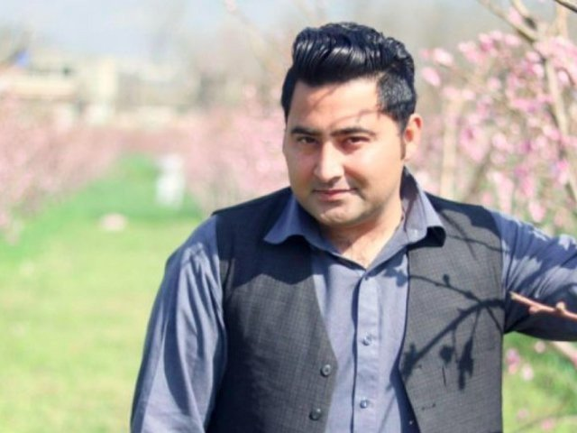 کیس میں بری 26 ملزمان کو گرفتار کرکے دوبارہ مقدمہ چلایا جائے، بھائی ایمل خان فوٹو:فائل