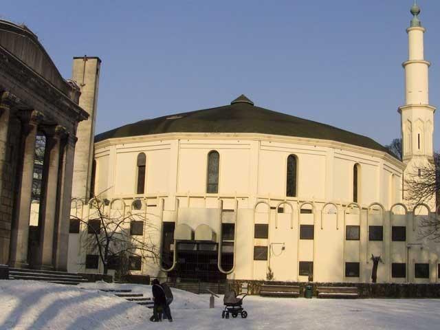اس مسجد سے جن تعلیمات کو فروغ دیاجارہا ہے اس کے نتیجے میں مسلم نوجوان سخت گیر نظریات کے حامل بن رہے ہیں، رپورٹ