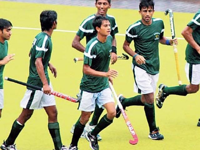 تین ملکی ہاکی ٹورنامنٹ کے افتتاحی مقابلے میں پاکستان نے میزبان اومان کو 3-0 سے شکست دیدی۔ فوٹو: فائل