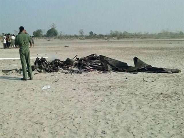 طیارہ اڑان کے کچھ دیر بعد ہی گرِ کرتباہ ہوگیا،فوٹو: بھارتی میڈیا