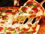 جرمنی میں ایک وکیل گائیڈو گرول کو گزشتہ ڈھائی ہفتے سے روزانہ کئی پیزا مل رہے ہیں جنہیں انہوں نے کبھی آرڈر نہیں کیا۔ فوٹو: فائل