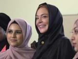 کئی لوگوں نے لنڈسے لوہان کو حجاب پہننے پر تنقید کا نشانہ بنایا؛ فوٹوانٹرنیٹ