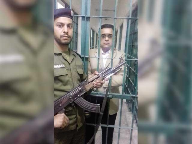 گرفتاری غیرمناسب اقدام ہے، ایسا رویہ کسی صورت برداشت نہیں، پنجاب حکومت۔ فوٹو: ایکسپریس