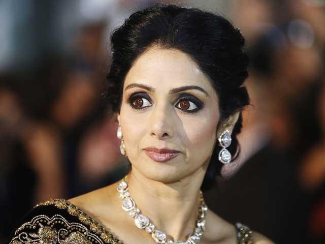 تین دہائیوں تک بالی ووڈ پر راج کرنے والی اداکارہ سری دیوی دل کا دورہ پڑنے کے باعث چل بسیں؛ فوٹوفائل