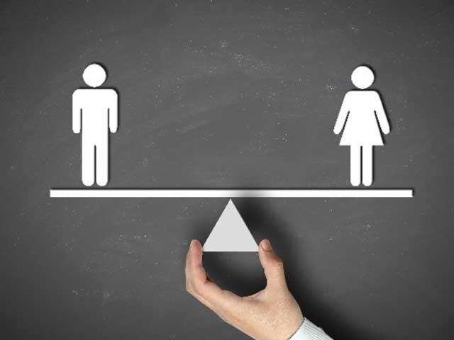 معاشرے کے ہر فرد، چاہے وہ مرد ہو یا عورت، کسی کو بھی اپنے مکمل حقوق و فرائض کا نہیں پتا۔  فوٹو: انٹرنیٹ
