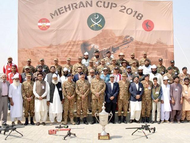صالح پٹ میں آل پاکستان مہران شوٹنگ چمپئن شپ میں بطور مہمان خصوصی شرکت، سویلین نشانہ بازوں کی تعریف۔ فوٹو: اے پی پی