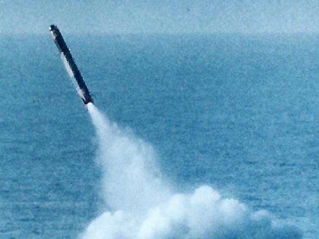 میزائل ساحلی علاقے سے فائرکیا ،سمندرمیں ہدف کوکامیابی سے نشانہ بنایا۔ فوٹو؛ فائل