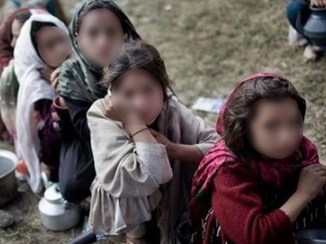بچیوں کا سودا ہورہا تھا کہ پولیس نے چھاپہ مار دیا، دیگر تین ملزمان کو بھی گرفتار کرلیا گیا، فوٹو: انٹرنیٹ
