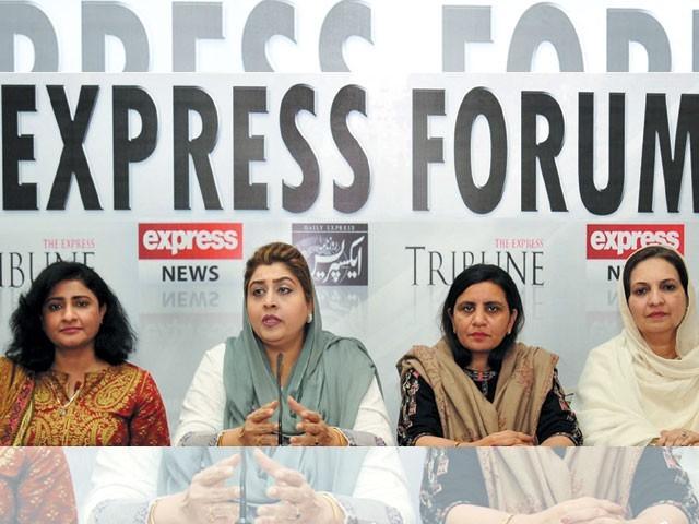 ''خواتین کے عالمی دن'' کے حوالے سے ''ایکسپریس فورم'' میں شرکا کی گفتگو۔ فوٹو: ایکسپریس