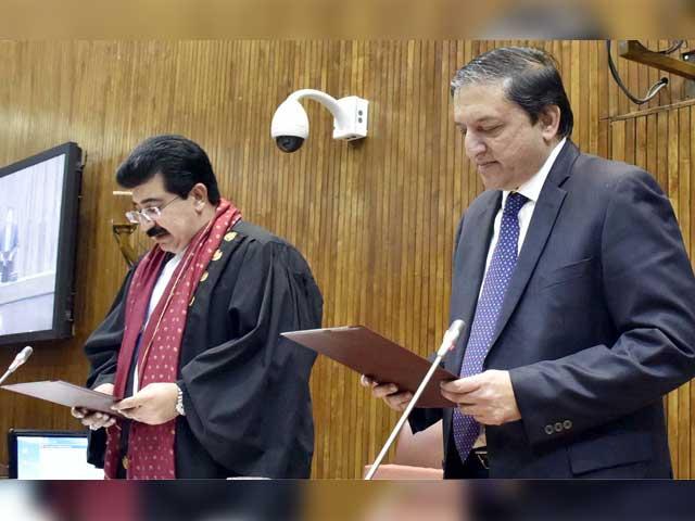 صادق سنجرانی نے 57 اور سلیم مانڈوی والا نے 54 ووٹ حاصل کیے۔ فوٹو: آئی این پی