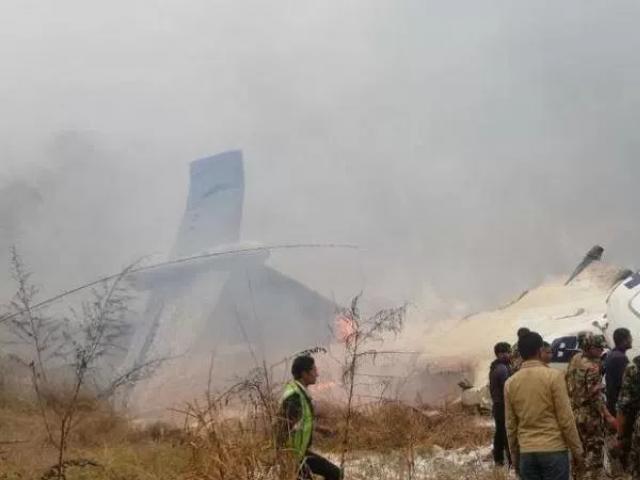 طیارے میں 71 افراد سوار تھے جن میں سے 21 مسافروں کو زخمی حالت میں اسپتال منتقل کردیا گیا فوٹو : انٹرنیٹ