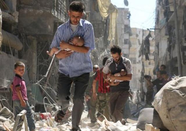 ایک ماہ سے جاری بمباری میں 1 ہزار سے افراد جاں بحق اور 4 ہزار سے زائد زخمی ہیں فوٹو : فائل
