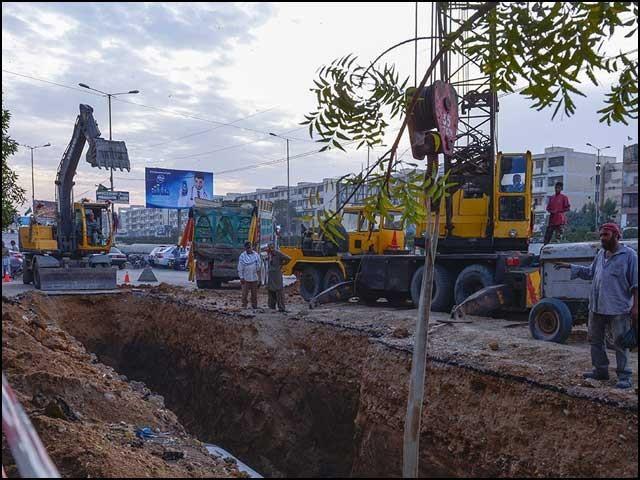 بادی النظر میں گرین لائن بس منصوبے کا واحد مقصد سندھ بالخصوص کراچی میں مسلم لیگ (ن) کا ووٹ بینک بڑھانا ہے۔ (فوٹو: انٹرنیٹ)