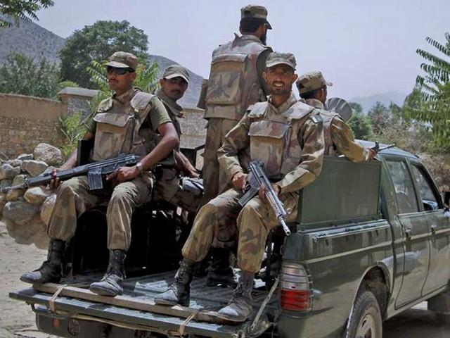 دہشت گردوں کے قبضے سے اسلحہ، گولہ بارود اور دھماکہ خیز مواد بھی برآمد ہوا ہے، آئی ایس پی آر