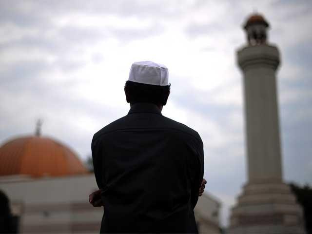حضرت ابوہریرہؓ سے روایت ہے کہ حضور پرنور ؐنے فرمایا: انسان کا حسنِ اسلام یہ ہے کہ وہ بیہودہ باتوں کو چھوڑ دے۔ فوٹو: فائل