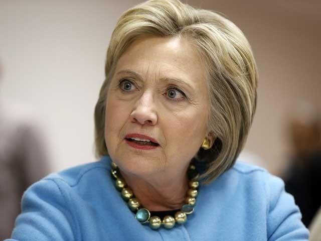 باتھ ٹب میں گرنے کے باعث ہیلری کلنٹن کے سیدھے ہاتھ کی کلائی شدید متاثر ہوئی ہے؛ فوٹوفائل