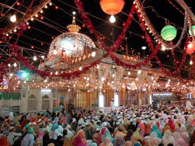 ہرسال 5 سوپاکستانی زائرین اجمیرشریف کے عرس میں شرکت کیلئے بھارت جاتے ہیں: فوٹو: فائل