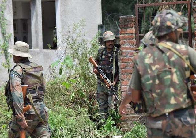 بھارتی فوج نے 4گھروں کو بھی تباہ کیا،فوٹو:فائل