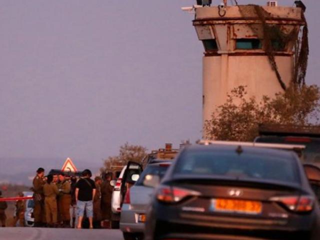 فلسطینی نوجوان نے جینن کے علاقے میں اسرائیلی فوجیوں پر حملہ کیا۔ فوٹو اے ایف پی
