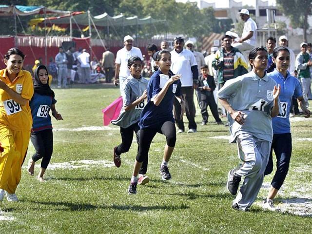 کھلاڑیوں کا مارچ پاسٹ، ملک بھر سے2300 پلیئرز شریک۔ فوٹو : اے پی پی