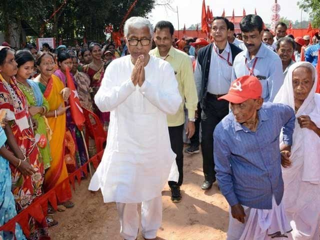 مانک سرکار دلچسپ شخصیت کے حامل اور اپنی سادگی کی وجہ سے پورے بھارت میں مشہور ہیں۔ فوٹو: انٹرنیٹ