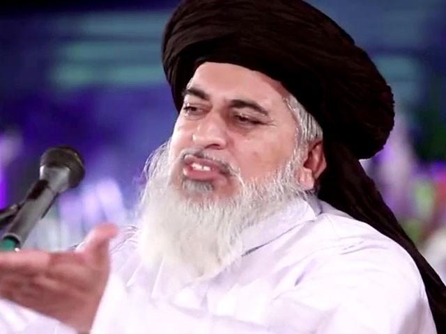 مولانا خادم حسین رضوی سمیت 4 ملزمان کے خلاف مقدمات درج ہیں فوٹو: فائل