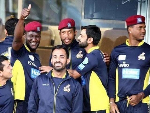 پشاور زلمی کے کپتان ڈیرن سیمی کے ہمراہ لیام ڈوسن اور دیگر میچ کھیلیں گے،فوٹو:فائل