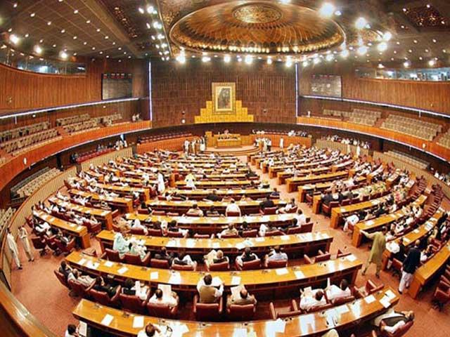 ملکی سیاست کا بنیادی المیہ بھی جمہوری سیاسی جماعتوں کی سیاسی روش کے تعمیری اور معروضی پہلو سے لاتعلقی پر مبنی ہے۔ فوٹو: فائل