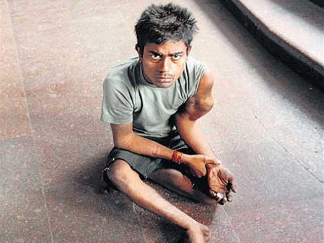 33 سالہ پپو کمار نے مقامی تاجروں کو بھاری شرح سود پر دس لاکھ روپے کا قرض بھی دے رکھا ہے۔ فوٹو : فائل