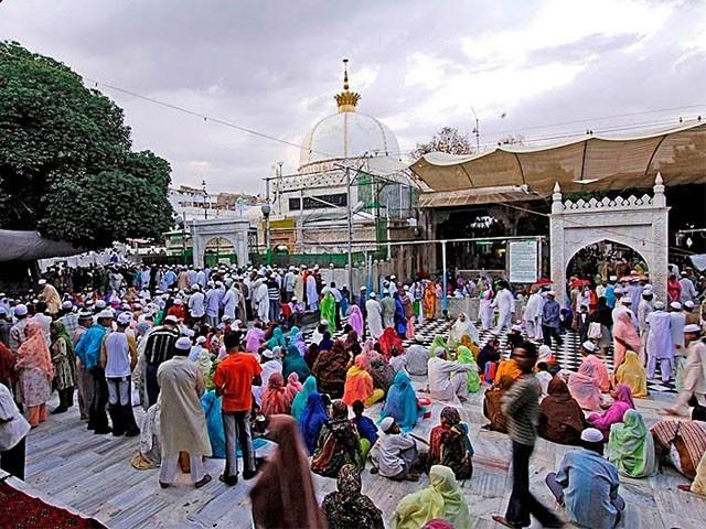پاکستانی زائرین کوعرس کی تقاریب میں شرکت کے موقع سے محروم کردیاگیاہے جوکہ انتہائی اہم معاملہ ہے۔ فوٹو:فائل