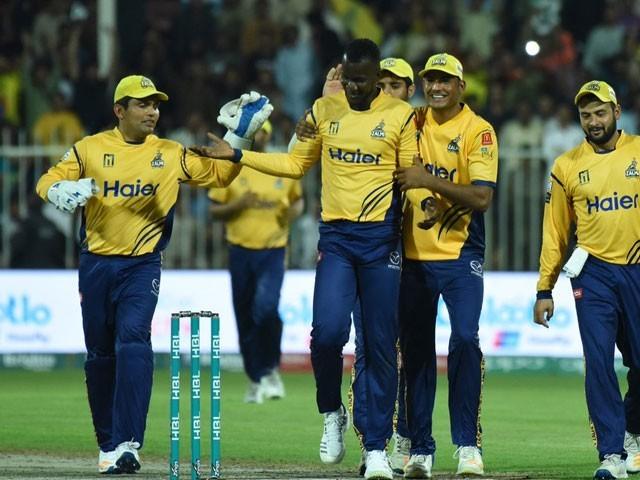 پشاور زلمی کی جانب سے حسن علی، عمید آصف ، وہاب ریاض اور سمین گل نے 2،2 وکٹیں حاصل کیں۔ فوٹو: سوشل میڈیا