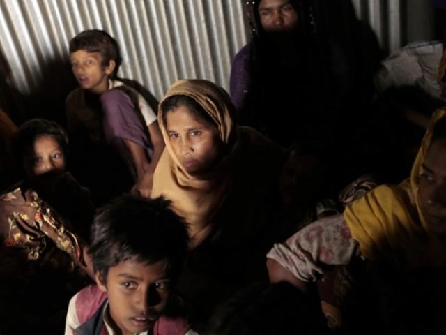 روہنگیا لڑکیوں اور بچوں کو بیرون ملک فروخت کرنے کے شواہد بھی ملے ہیں ۔ فوٹو:فائل