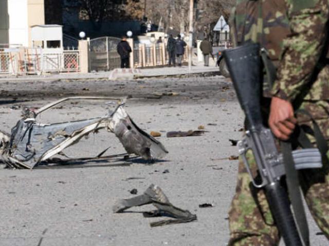 کابل یونیورسٹی اور علی آباد اسپتال کے قریب ایک شخص نے خود کو دھماکے سے اُڑالیا فوٹو:فائل