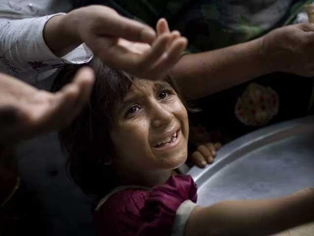 پاکستان میں عوام اور اقتدار دو متضاد سمتوں کا نام ہے۔ فوٹو: انٹرنیٹ