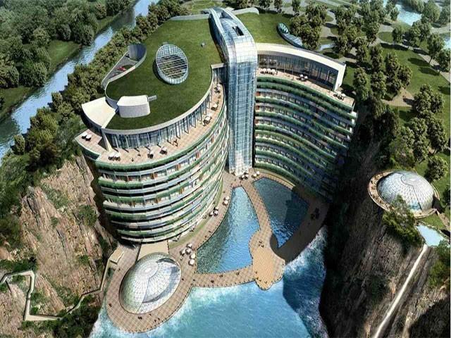 ہوٹل کی صرف 2منزلیں زمین سے اوپر ہیں،فوٹو:فائل