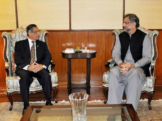 وزیراعظم اور چیف جسٹس کے درمیان ہونے والی ملاقات میں اہم امور پربات چیت کی گئی۔ فوٹو: پی آئی ڈی