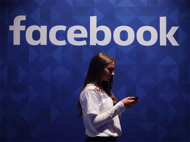 فیس بک کے بانی نے صارفین کا ڈیٹا محفوظ رکھنے کیلیے تبدیلیوں کا اعلان کیا۔ فوٹو: فائل