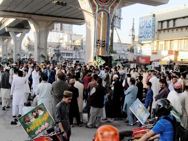 11 گھنٹے جاری رہنے والے مذاکرات کے بعد جاں بحق کارکنوں کے قتل کا مقدمہ درج، ظفرالحق رپورٹ شائع کرنے پر اتفاق۔ فوٹو: این این آئی