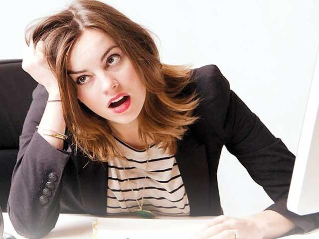 خواتین کے لیے ہر دفتر کا ماحول سازگار نہیں ہوتا۔ فوٹو: سوشل میڈیا