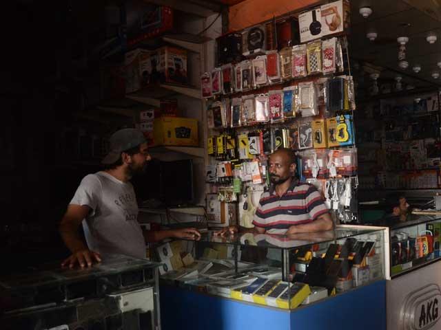 حکومت بھی کراچی میں بجلی کا بحران حل کرنے میں ناکام، ہفتہ وار تعطیل کے باوجود اتوار کو لوڈشیڈنگ جاری رہی۔ فوٹو؛ فائل