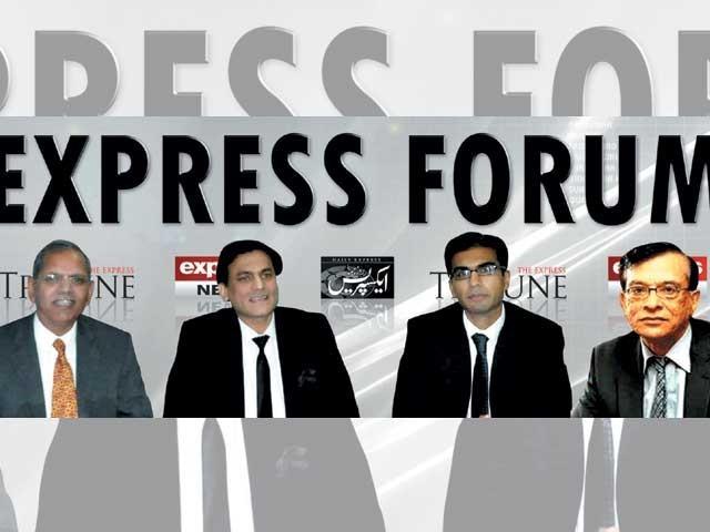 ماہرین اقتصادیات کی اسلام آباد میں منعقدہ ''ایکسپریس فورم'' میں گفتگو۔ فوٹو: ایکسپریس