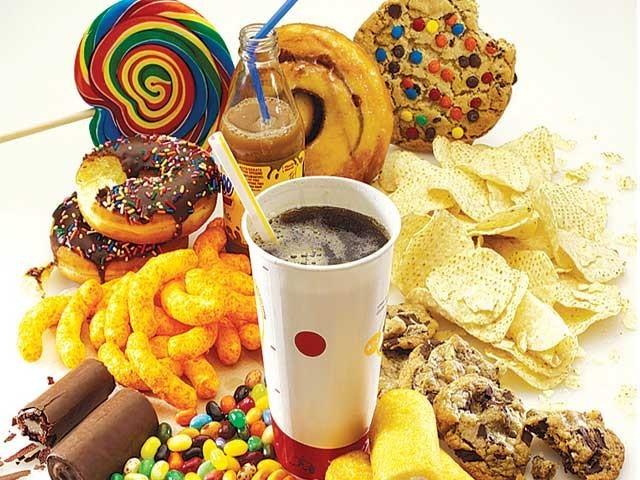 بہت کم خواتین کے علم میں یہ بات ہوگی کہ شکر ترک کرنے کے بعد بھی وہ دراصل شکر کھا رہی ہوتی ہیں۔ فوٹو: سوشل میڈیا